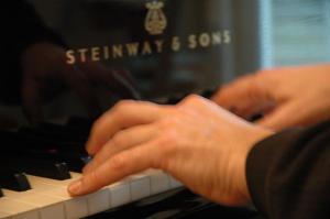 J.Marc Reichow recording Beethoven cello sonatas in Greenhouse Music Studio 02/2010 - photo © René Pretschner